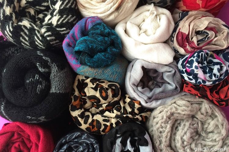 Declutter - hoe ik mijn sjaals opberg